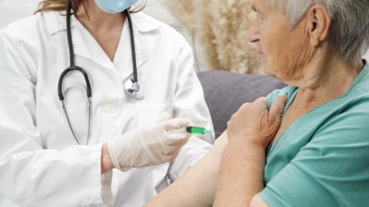 Vaccino contro il COVID-19 e l'influenza insieme: si può fare!